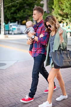 Weekend Style I love this couple's style Couple Outfits, Mom Outfits, Family Outfits, Outfits 2016, Fashion Outfits, Bag In Bag, Latest Fashion, Mens Fashion, Stylish Couple