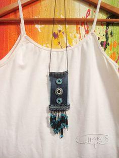 Pieza original realizada con tela vaquera, botones pintados a mano y otros compl... #botones #original #otros #pieza #pintados #realizada #vaquera