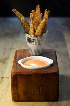 The 'designer' fish and chips that didn't disappoint - Food - How To Spend It Come and see our new website at bakedcomfortfood Pub Food, Cafe Food, Food Menu, Bar A Burger, Food Truck, Resto Vegan, Gastro Pubs, Snack Bar, Fish And Chips