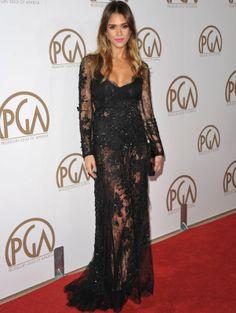 Jessica Alba con vestidazo negro de strass y encaje de Elie Saab.