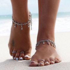 Ein paar kleine Blume Fußkettchen | Vintage-Stil Silber vergoldet Fußkettchen | Gypsy-Boho Hippie Fußkette | Strand Hochzeit Fußschmuck von Inali