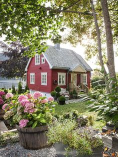 A cottage garden's greatest appeal is that it seems to lack any conscious design. But even a cottage garden needs to be controlled. Some of the most successful cottage gardens start with a formal structure and soften the framework with… Continue Reading → Cute Cottage, Red Cottage, Cottage Homes, Cottage Style, Cottage Ideas, Swedish Cottage, Swedish Farmhouse, Farm Cottage, Cottage Gardens