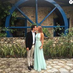 Marina Ruy Barbosa apareceum dando um beijo romântico no noivo, Xandinho Negrão
