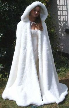 Wedding Cloak  A winter wedding?  YES!  If its fake fure, of course.  Love the look.