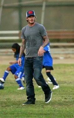 Vic Beckham, David Beckham Style, Bend It Like Beckham, Autos Ford, Dodge Challenger, Blade Runner, David And Victoria Beckham, Men Closet, Ford Mustang