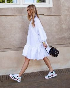 All White Outfits Aesthetic Summer Style: Smock Dress and White Trainers with Chloe Bag Wearing head-to-toe white is the easiest summer styling trick of all time. See how our favourite fashion people are trying this look for summer 2019 here. Mode Outfits, Fashion Outfits, Womens Fashion, Fashion Tips, Street Style Blog, Street Styles, White Fashion, Look Fashion, Böhmisches Outfit