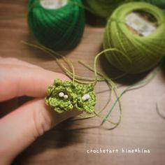 Fabric Flower Brooch, Fabric Flowers, Crochet Hair Styles, Crochet Flowers, Crochet Patterns, Miniature, Earrings, How To Make, Handmade