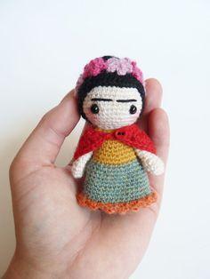 Bambola amigurumi tasca carino di Frida Kahlo. di plushteam