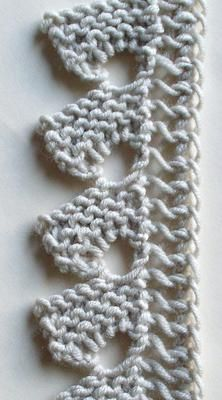 If you looking for a great border for either your crochet or knitting project, check this interesting pattern out. When you see the tutorial you will see that you will use both the knitting needle and crochet hook to work on the the wavy border. Lace Knitting Patterns, Knitting Stiches, Knitting Yarn, Stitch Patterns, Knit Edge, Unique Crochet, Crochet Borders, Learn To Crochet, Crochet Yarn