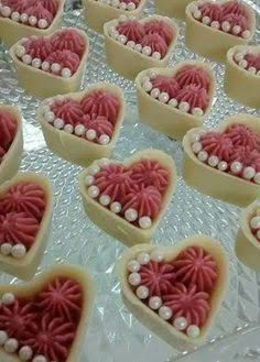 Resultado de imagem para docinhos decorados flores Mini Cakes, Cupcake Cakes, Candy Recipes, Dessert Recipes, Elegante Desserts, Wedding Sweets, Fancy Desserts, Cake Boss, Mini Foods