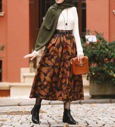 Hijab December favorite outfits – Just Trendy Girls Street Hijab Fashion, Skirt Fashion, 90s Fashion, Retro Fashion, Fashion Outfits, Style Fashion, Style Outfits, Casual Fall Outfits, Retro Outfits
