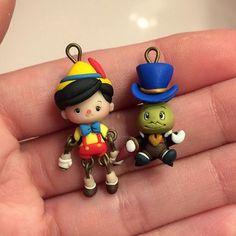 Piccolo piccolo Pino  #icapriccidicolombina #fanart #collodi #pinocchio #jiminycricket #grilloparlante #kawaii #chibi #polymerclay #fimo #handmade #disneyworld #miniature #earrings