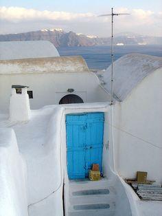 The blue door in Santorini, Greece | Flickr - Photo Sharing! Cool Doors, Unique Doors, Crete Greece, Santorini Greece, Greek Blue, Living Roofs, Greek History, Closed Doors, Door Knockers