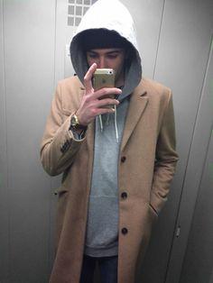 M E #hm # trench #style #boy #stylish #hoodie #beanie #elevator #iphone #mirror #pinoftheday #photooftheday