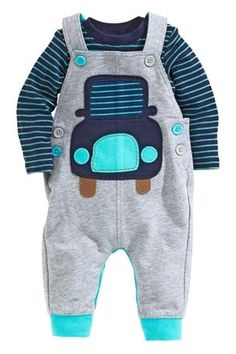 This outfit is the cutest! Great for the baby boy car lover and the blues and greys of the overalls are just perfect. Little Boy Fashion, Baby Boy Fashion, Kids Fashion, Sewing For Kids, Baby Sewing, Stylish Boys, Cute Baby Clothes, Kids Wear, Baby Boy Outfits