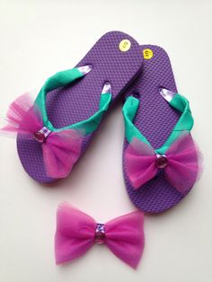 Purple Tulle ribbon flip flops with matching Hair by DecoBabyShoes Girls Flip Flops, Beach Flip Flops, Flip Flop Slippers, Flip Flop Shoes, Chinelos Flip Flop, Ribbon Flip Flops, Flip Flop Craft, Crochet Flip Flops, Decorating Flip Flops
