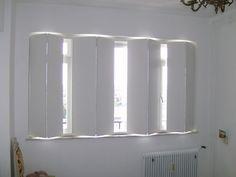 binnen luiken - Google zoeken House Design, Modern Window Treatments, Window Decor, Wood Shutters Diy, House Windows, Interior, House Flooring, Curtains With Blinds, Indoor Shutters