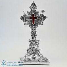 Reliquiario in ottone argentato.  Altezza: cm. 31,5, Teca: diametro cm. 5,5.