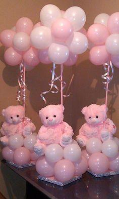 Centros de mesa con globos y peluche para baby showers. #DecoracionBabyShowers