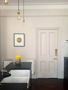 Black kitchen // gold brass kitchen accents // skimming stone farrow & ball Room Colors, House Colors, Paint Colours, Skimming Stone, Brass Kitchen, London House, Farrow Ball, Black Kitchens, Kitchen Colors