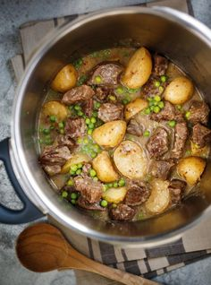 Make this cozy and creamy beef stew recipe in your RICARDO multi-function electric pressure cooker or Instant Pot. Polenta, Pressure Cooker Beef Stroganoff, Multi Cooker Recipes, Meat Recipes, Healthy Recipes, Ricardo Recipe, Confort Food, Albondigas, My Best Recipe
