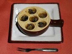 Brain research has shown new experiences are good for the mind. I give you les escargots! #paris #food