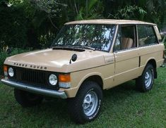 The only SUV I like is the classic Range Rover. Especially in this sandlike colour.