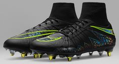 The Nike Hypervenom Phantom II Anti-Clog cleats convince with their design as well as their tech. Take a closer look.