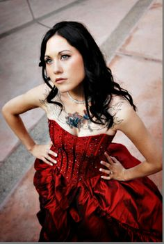 red wedding dress and tattoos.but in white Red Wedding Dresses, Designer Wedding Dresses, Wedding Gowns, Formal Dresses, Gothic Wedding, Dream Wedding, Perfect Wedding, Brides With Tattoos, Winter Wonderland Wedding