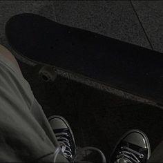 Night Aesthetic, Aesthetic Photo, Aesthetic Pictures, Skateboard Pictures, Iphone Wallpaper Quotes Love, Dark Wallpaper, Estilo Indie, Grunge Art, Retro
