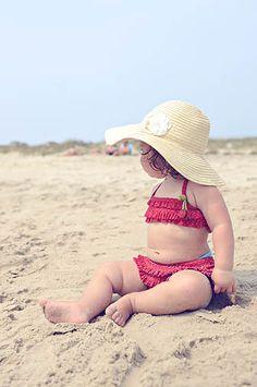 baby on the beach: photography #Baby #Babies #NewbornPhotography #Beach #Ocean #PhotoshootIdeas #BabyAtTheBeach #InfantPhotography