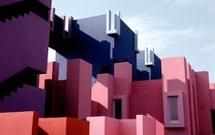 """diamonds-wood: La Muralla Roja / Ricardo Bofill """"Formed like a fortress, the project appears as if it is emerging from the rocky cliffs it sits on. Its organization challenges the increasing division between public and private space through its reinterpretation of the casbah, which is the walled citadel typical of traditional architecture in North African countries. Characterized by a series of interlocking stairs, platforms, and bridges, this organization is a modern illustration of the…"""