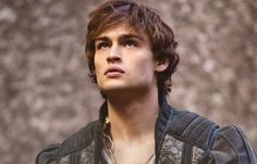 Douglas Booth plays Romeo in the new adaptation of Romeo and Juliet and he is super hot while doing so. William Shakespeare, Douglas Booth Romeo, Romeo Montague, Hot Guys, John Mcdonald, Tragic Love, Will Herondale, Celebrity Updates, Jonathan Scott