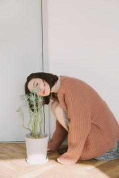 That autumn sun Blue Sargent, Minimalist Home Decor, Red Cardigan, Oui Oui, Mori Girl, Portrait Inspiration, Japan Fashion, Asian Style, Ulzzang Girl