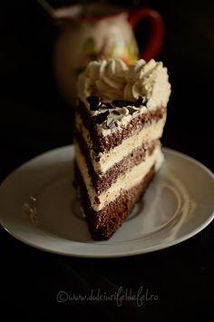 Butter Cream and Mascarpone Cake. Best ever mascarpone cream for cake (in Romanian) Vegan Cheesecake, Chocolate Cheesecake, Cheesecake Recipes, Dessert Recipes, Diet Recipes, Helathy Food, Mascarpone Cake, Romanian Desserts, Romanian Recipes