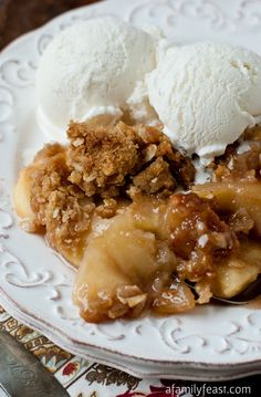 Apple Crisp - A Family Feast® A classic Apple Crisp recipe - A decades-old recipe from the Tougas Family farm in New England. This is the best apple crisp recipe! 13 Desserts, Apple Desserts, Dessert Recipes, Fondue Recipes, Kabob Recipes, Best Apple Crisp Recipe, Apple Crisp Recipes, Classic Recipe, It Goes On