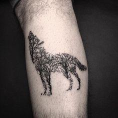 Lobo por @rafaciera.tattoo.  Ele tatua aqui no Skink Social Club, que fica na Av. Luiz Dumont Villares - 560. Para agendamentos e consultas, ligue no (11) 4562-9000 ou mande uma mensagem por whatsapp para (11) 96785-1569.  Quer saber tudo o que rola no dia a dia dos estúdios?  Snapchat: skink-tattoo.  #wolf #wolftattoo #tattoo #tattoos #tatuagem #tats #bodyart #inspirationtattoo #tattooist #tattooed #ink #inked #instattoo #instaart #tattoobrasil #tattoobr #tattoosp #skinktattoo…