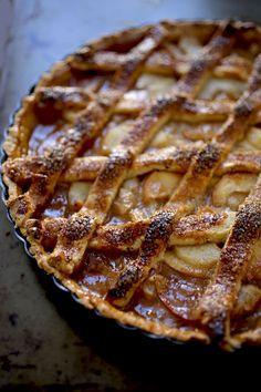 яблоко груша соленая карамель Baking Recipes, Cake Recipes, Home Bakery, Apple Pear, Pastry Shop, Caramel Apples, Food Photo, Tart, Deserts