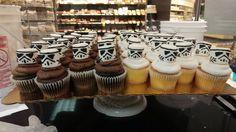 Stormtrooper Cupcakes #starwars #starwarscupcakes #rogueone #darthvader