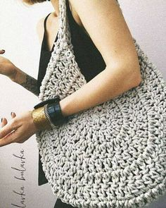 Best 12 Boho Crochet Bags – how to make your own OOAK bag – MotherBunch Crochet – SkillOfKing.Belt Gusset Purse pattern by Heidi NielingAdorable handbag round shape with its free grid! Crochet Diy, Crochet Tote, Crochet Handbags, Crochet Purses, Love Crochet, Crochet Ideas, Purse Patterns, Crochet Patterns, Diy Sac Pochette