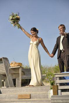 Gorgeous dress! Perfect for a beach wedding.