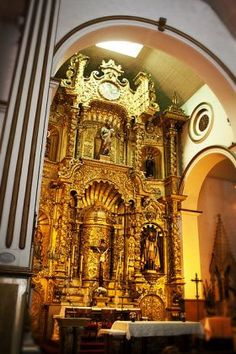 Golden Altar Casco Viejo Panama: We have the Church of the Golden Altar (pictured), which is big on bridal parties. It is an altar made of gold from 500 years ago. The people of Casco Viejo still honor centuries old traditions. - See more at: http://bestplacesintheworldtoretire.com/questions-and-answers/359-what-are-the-traditions-of-casco-viejo-casco-antiguo-panama-city#sthash.kOuac4av.dpuf