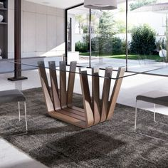 A rectangular glass coffee table can be a great addition to any living or sitting room. Glass Dinning Table, Dining Table Design, Dining Room Table, Table Furniture, Furniture Design, Steel Table, Deco Design, Modern Table, Wooden Tables