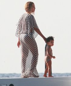 The Grown Woman singer turned 32 on Wednesday, and was surrounded by her loved ones - including husband Jay Z and daughter Blue Ivy aboard a luxury yacht in Stombli, Italy Beyonce 2013, Beyonce Fans, Beyonce Knowles Carter, Beyonce And Jay Z, Beyonce Family, Houston, Blue Ivy Carter, Carter Family, Mrs Carter