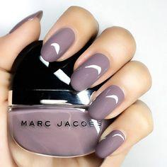 Le vernis Marc Jacobs couleur Delphine