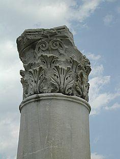Capitello corinzio dalla palestra superiore di Pergamo https://resources.oncourse.iu.edu/access/content/user/leach/www/c414/2005/pergcorinth1.jpg