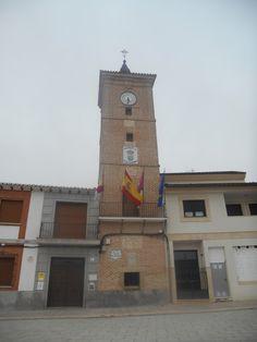 Val de Santo Domingo. Ayuntamiento. La torre de estilo mudéjar es del siglo XVIII