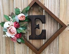 Cadre Photo Diy, Diy Photo, Marco Diy, Picture Frame Wreath, Diy Picture Frame Crafts, Decorating Picture Frames, Photo Frame Ideas, Frames Ideas, Home Crafts