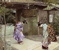 Meeting at gate (Dan (aka firrs)) Tags: japan stereoscopic anaglyph stereo maiko geisha kimono koppori Japanese History, Japanese Beauty, Japanese Culture, Asian Beauty, Vintage Japanese, Japanese Art, Japanese Style, Japanese Folklore, Old Photos