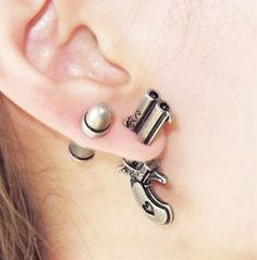 Maison d'Argent Maison d'Argent,Schmuck Set of Gun & Bullet Stud Related posts:Minimalist tattoo idea - hennaBodysuit tattoos aretes en la oreja tragus, brincos trag. Cute Jewelry, Body Jewelry, Jewelry Box, Jewelry Accessories, Opal Jewelry, Fake Gauge Earrings, Stud Earrings, Bullet Earrings, Pierced Earrings
